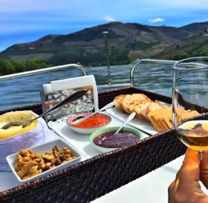Café da manhã no barco da Feeldouro